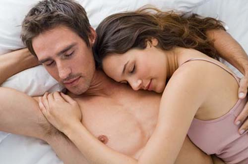 couple-sleeping-in-bed